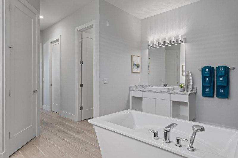 Master-Bathroom-2-of-4