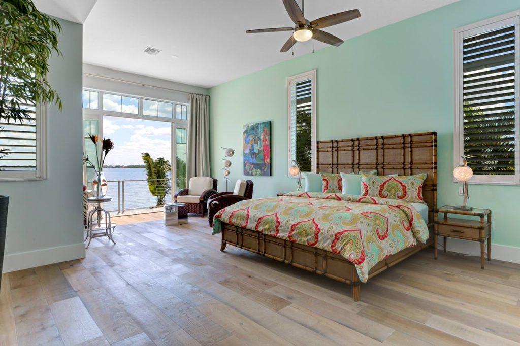 Amenity: <span>Bedroom (s)</span>